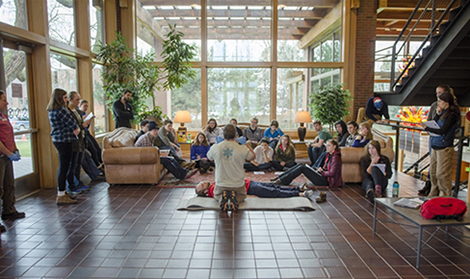 Whitman Students return to campus early to take part in a Wilderness First Responder course.